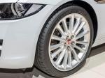 Jaguar XE vyjíždí na pneumatikách Dunlop
